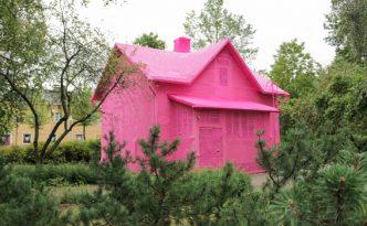 Team Olek, Our Pink House, 2016. Kuva: Wilhelmina Suominen.