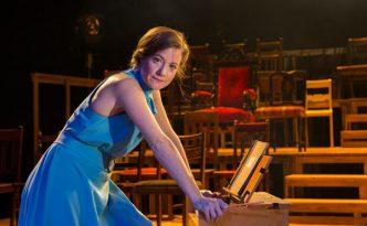 Cécile Orblin esiintyy Minna Canthina roolissa. Kuva: Krista Mäkinen